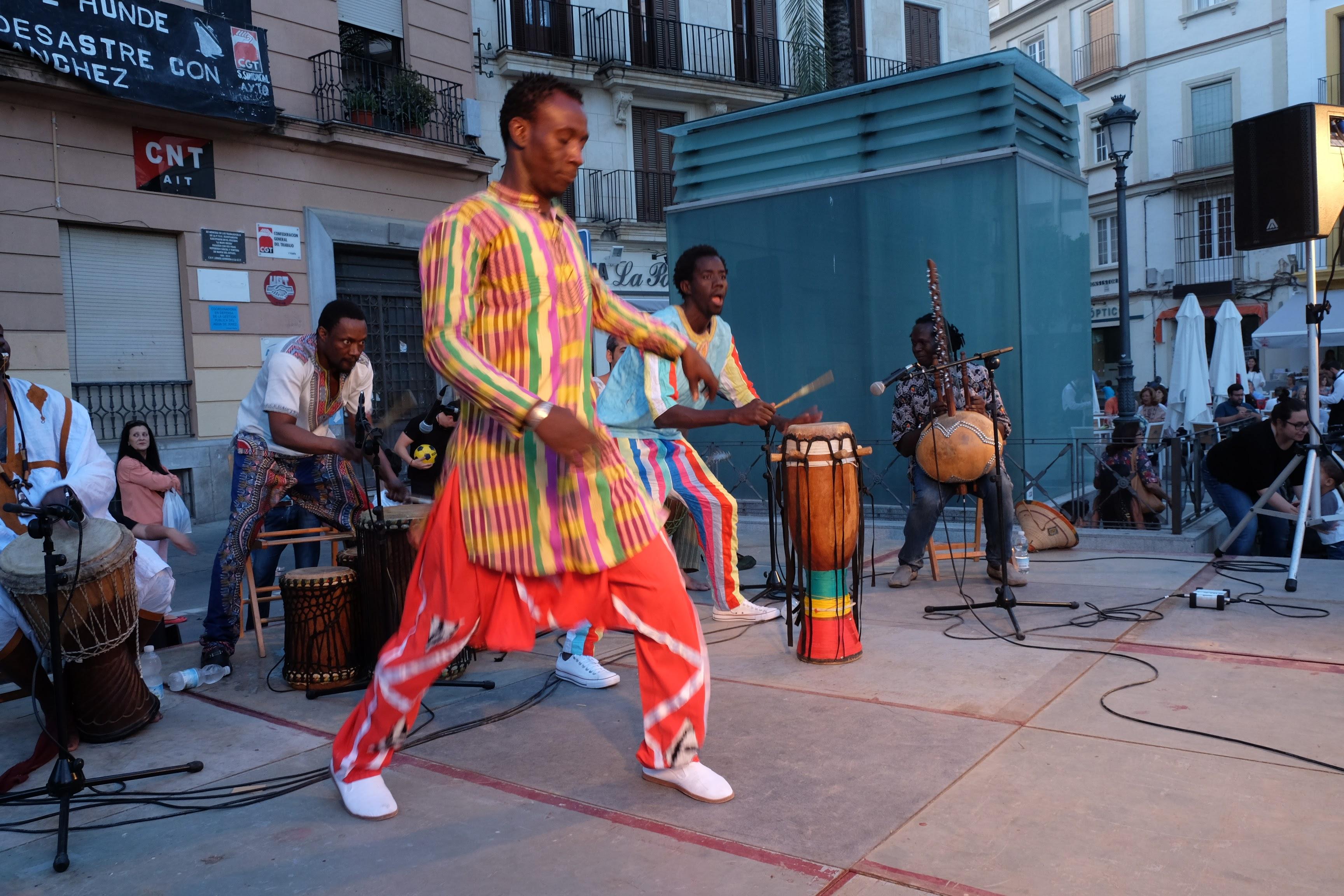 Imagen de una actuación del Grupo Ngalam en la Fiesta de África de 2017