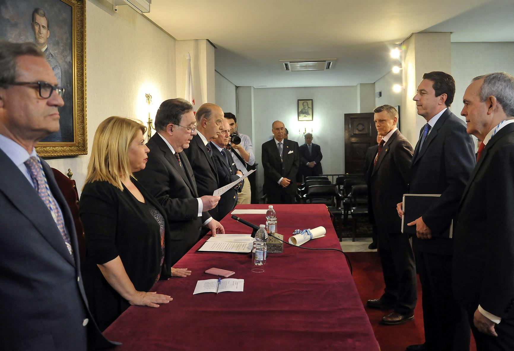 La alcaldesa felicita a Juan Carlos Durán por su ingreso en la Real Academia de San Dionisio