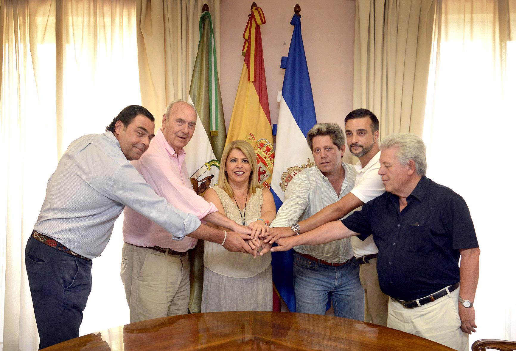 La alcaldesa durante la firma del convenio