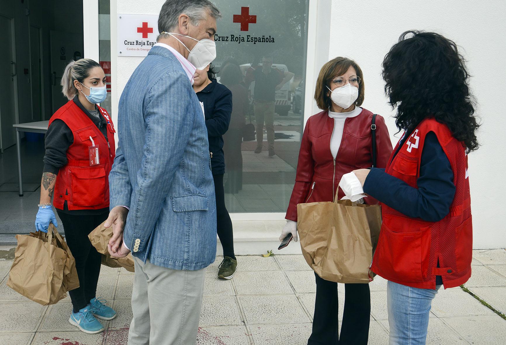 Carmen Collado durante la visita a la entidad