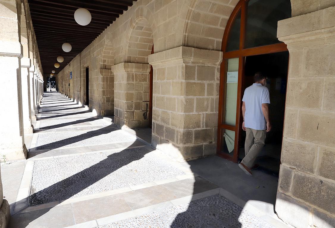 Edificio de Los Arcos en la plaza del Arenal