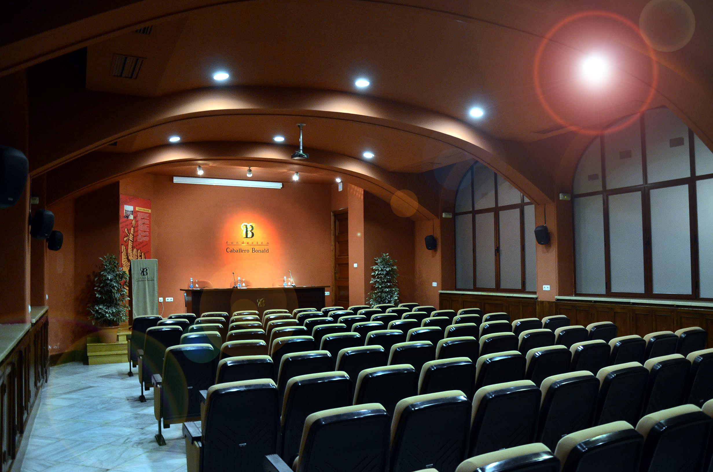 Fotografía del salón de actos de la fundación