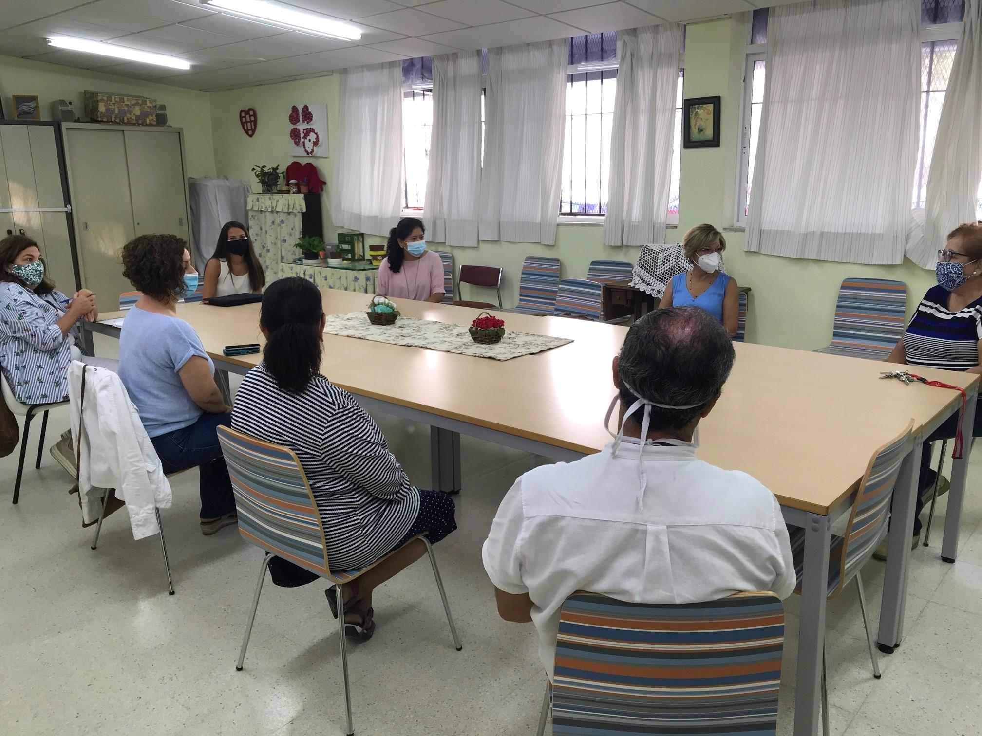 Las delegadas durante la visita