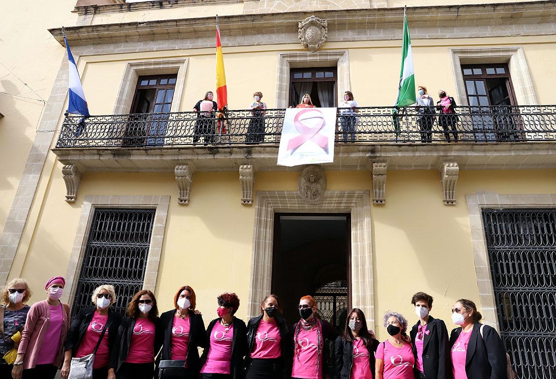Lazo Rosa en Ayto contra el cáncer mama
