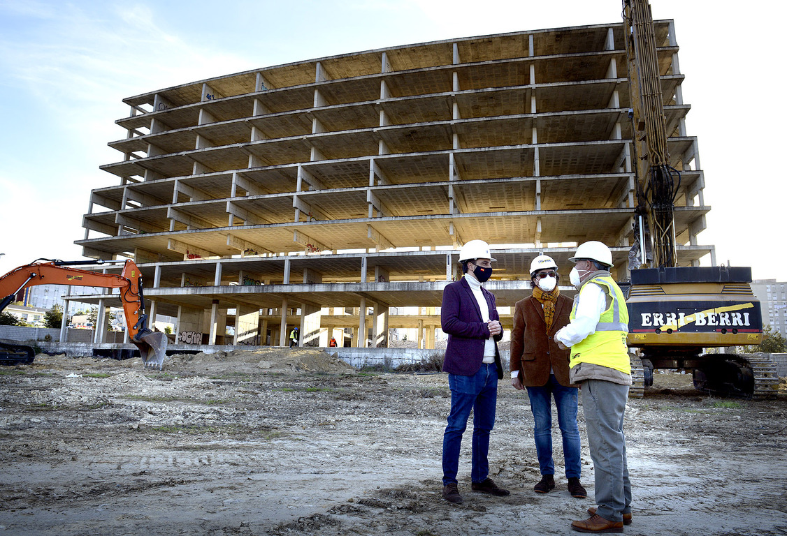Demolición edificio junto al hospital
