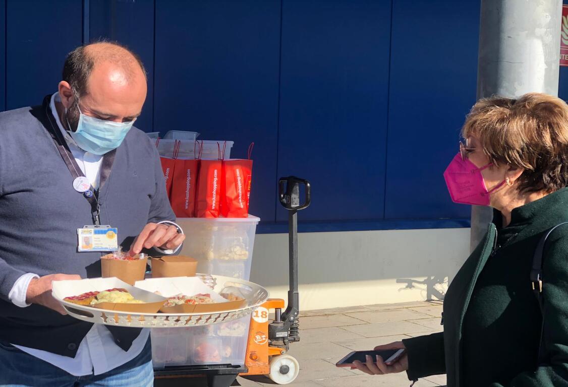 Ikea reparte 4500 menús navideños a personas solas