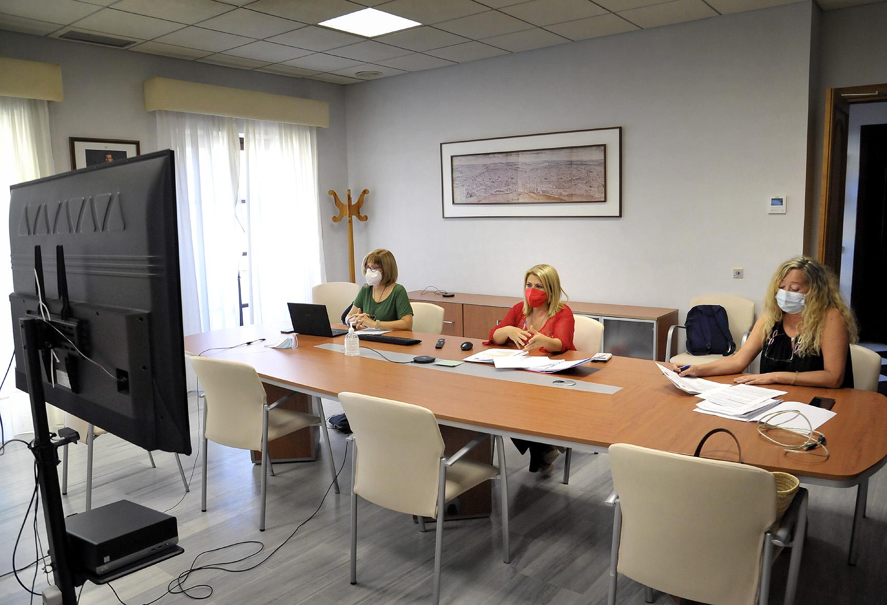 La alcaldesa durante el encuentro online