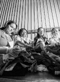 Un grupo de mujeres ejerciendo su voluntariado en Madre Coraje
