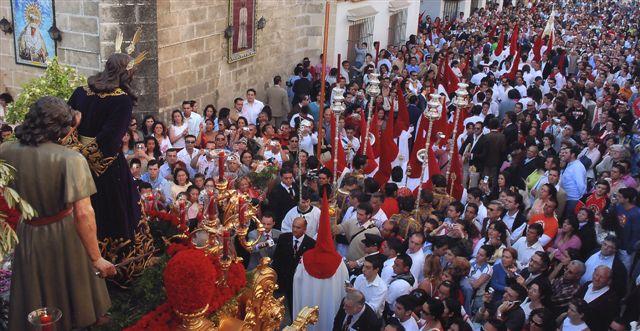 """""""Ante mi gente"""".Autor: Esteban Pérez Abión. Fotografía ganadora del VI PREMIO DE FOTOGRAFÍA SEMANA SANTA 2007 en la categoría de COLOR."""