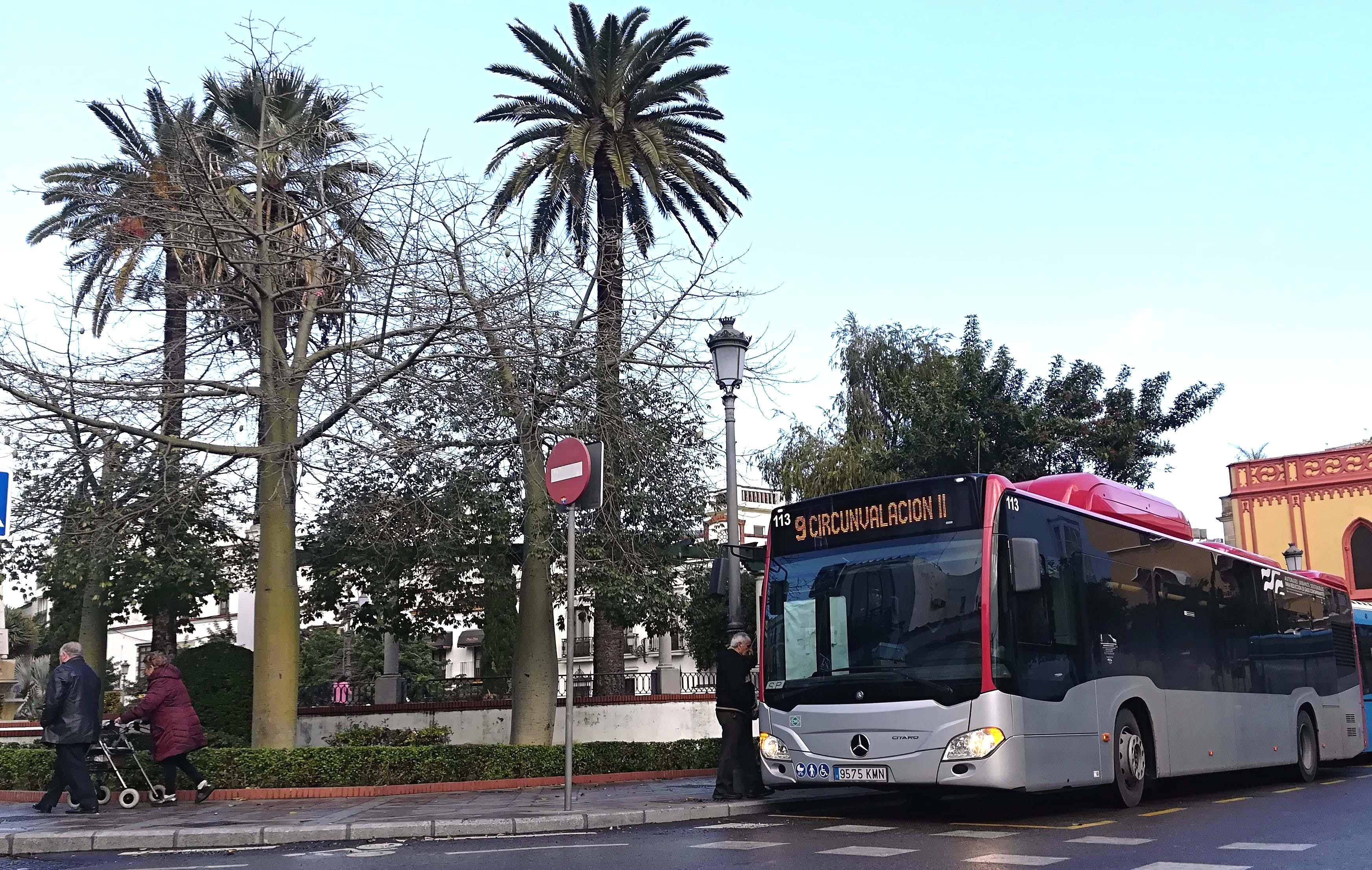 Imagen autobús en plaza de las Angustias