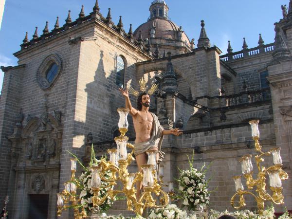 Imagen Resurrección frente a la Catedral